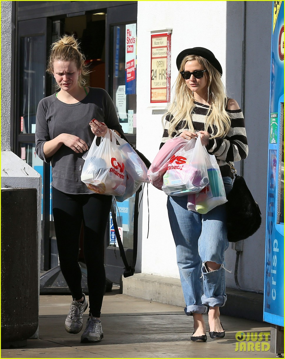 ashlee simpson begins new year with cvs pharmacy stop 033021920