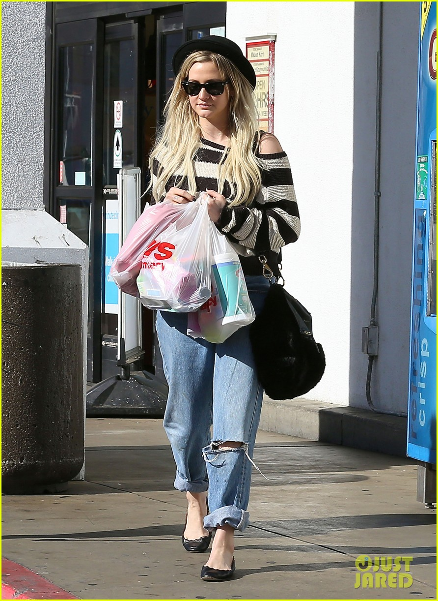 ashlee simpson begins new year with cvs pharmacy stop 053021922