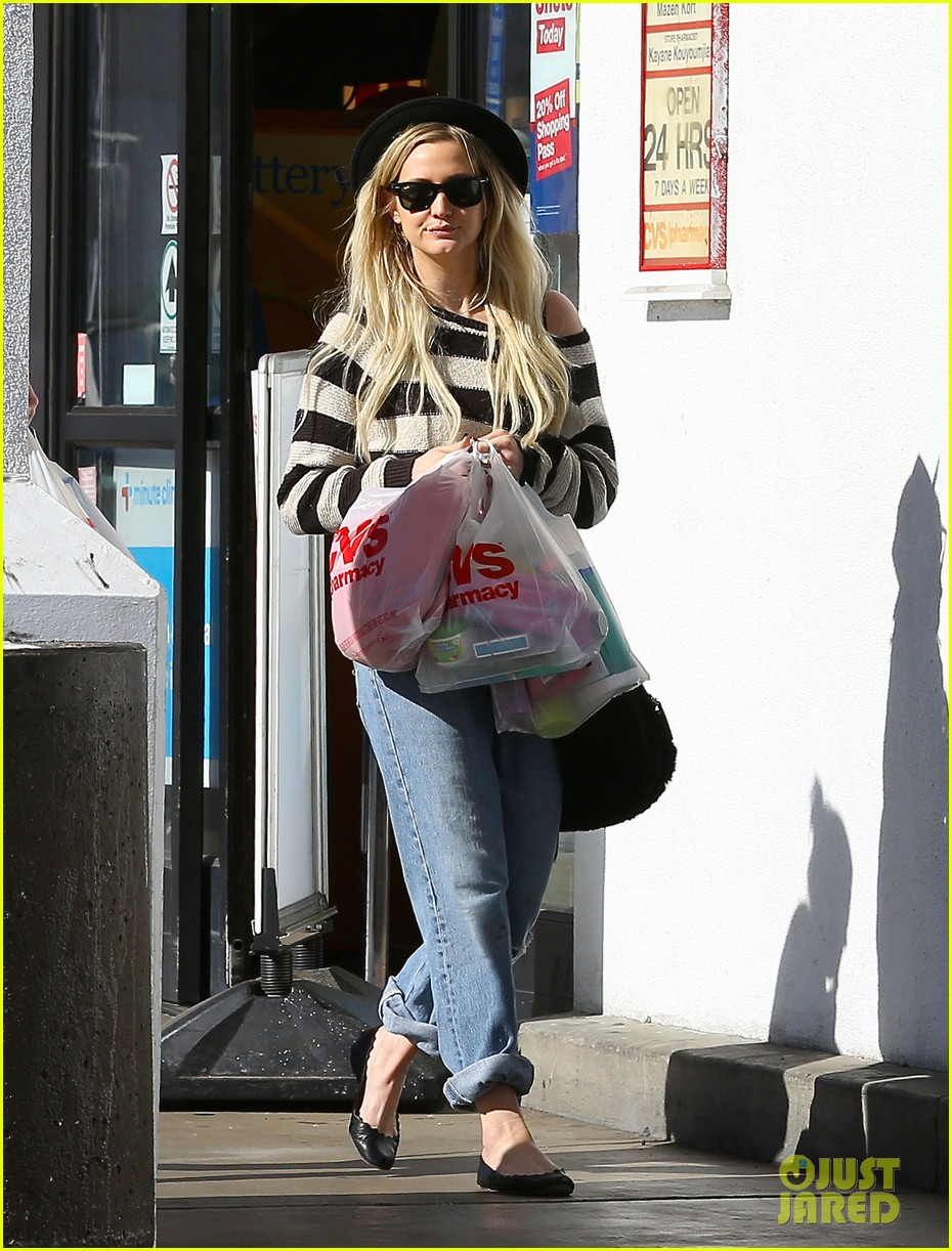 ashlee simpson begins new year with cvs pharmacy stop 063021923