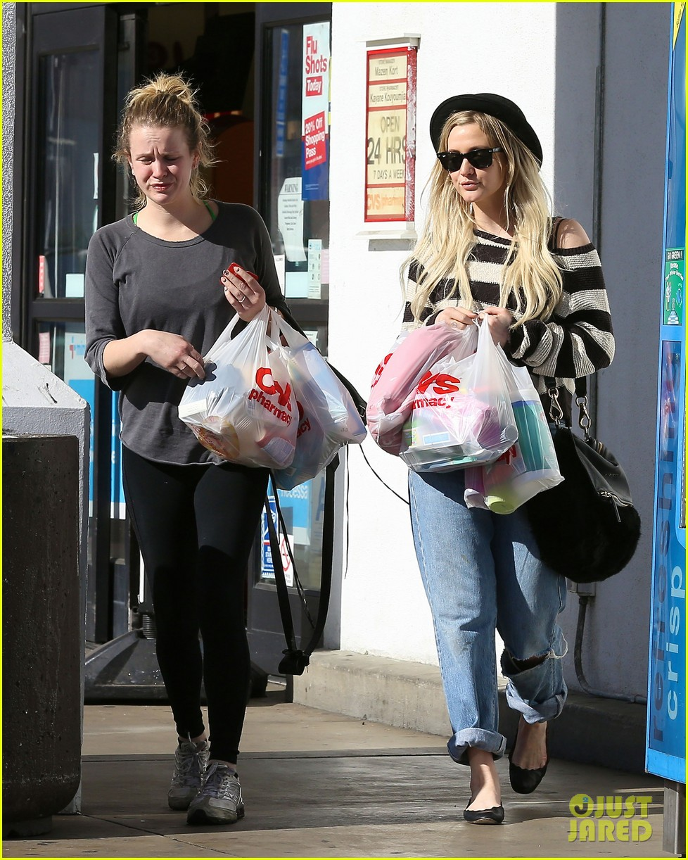 ashlee simpson begins new year with cvs pharmacy stop 073021924