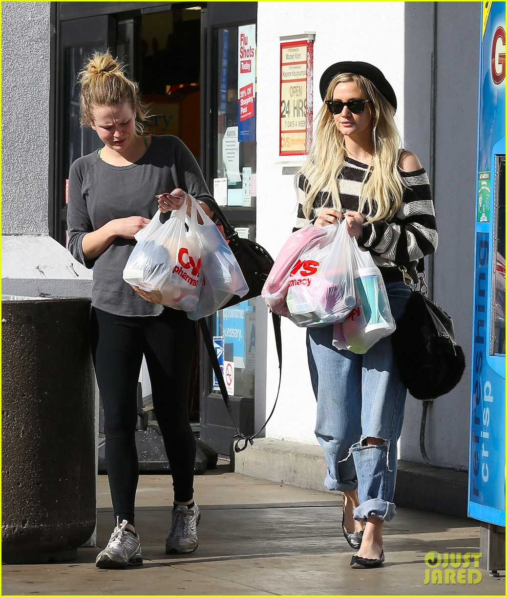 ashlee simpson begins new year with cvs pharmacy stop 083021925