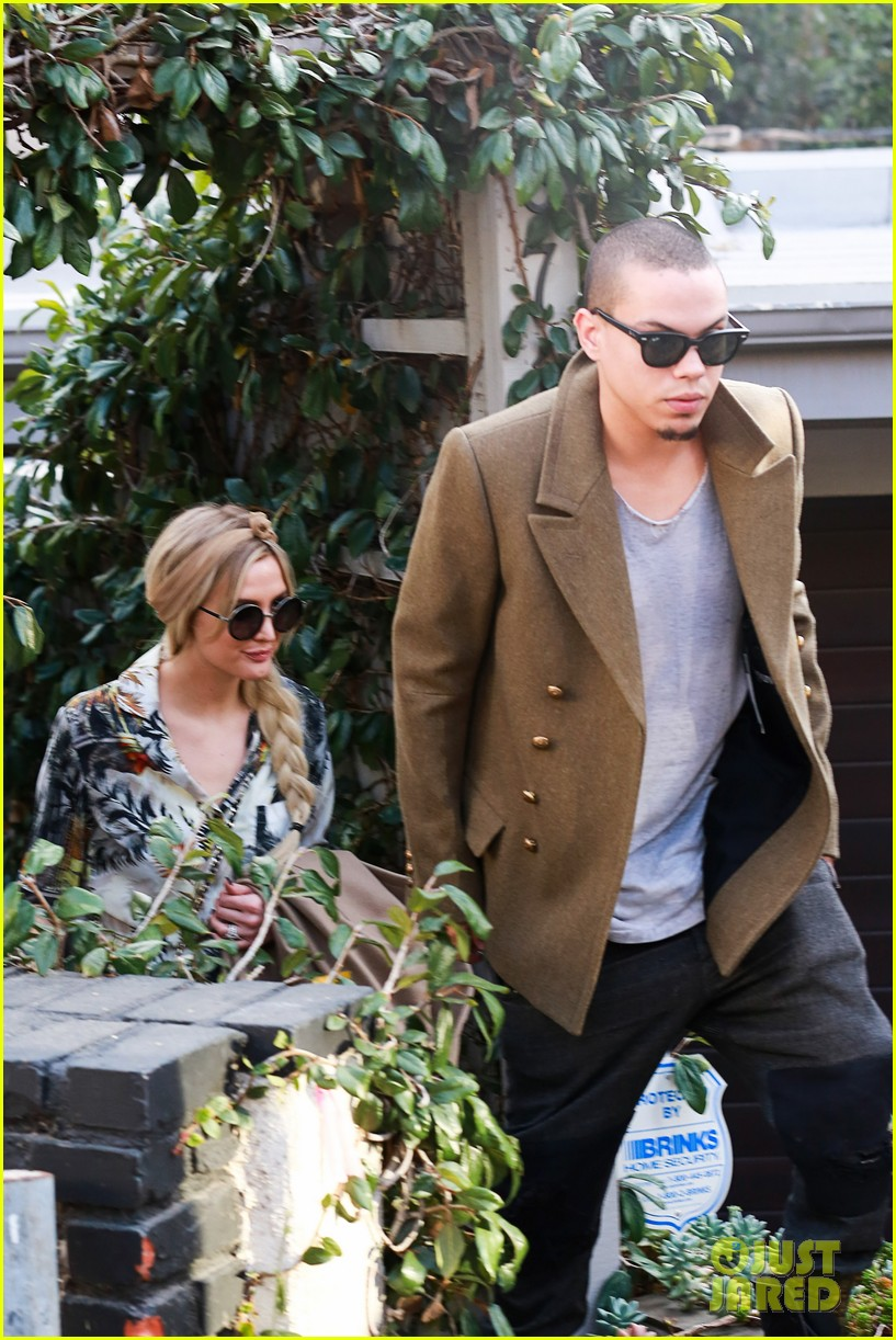 ashlee simpson evan ross dine party on saturday 033035717