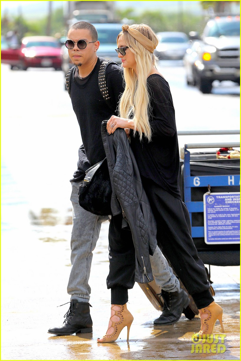 ashlee simpson evan ross fly out after engagement 01