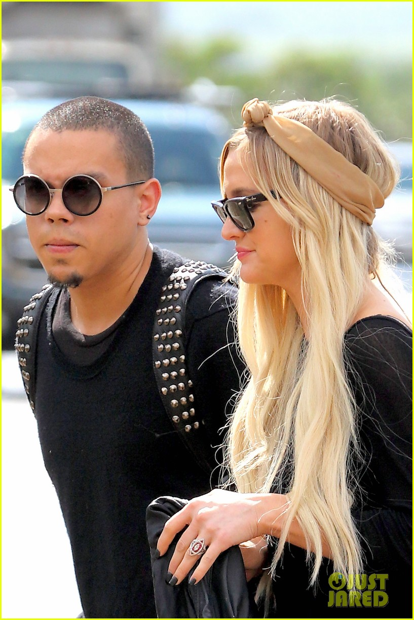 ashlee simpson evan ross fly out after engagement 033032669