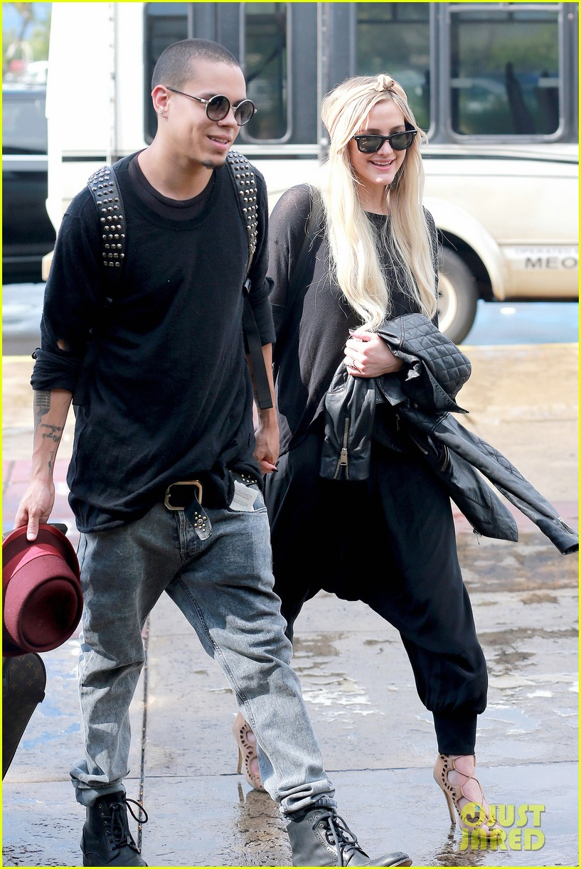 ashlee simpson evan ross fly out after engagement 053032671