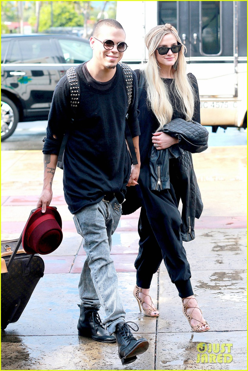 ashlee simpson evan ross fly out after engagement 063032672