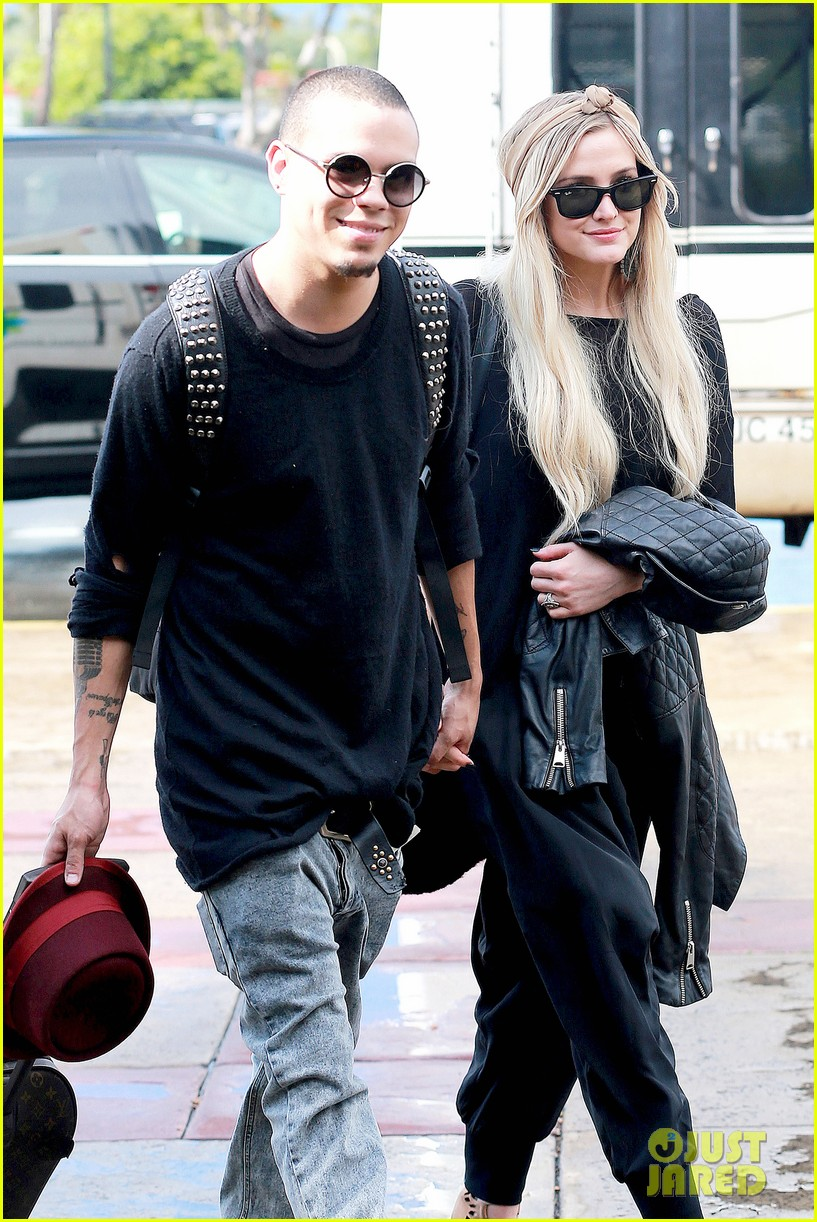 ashlee simpson evan ross fly out after engagement 073032673