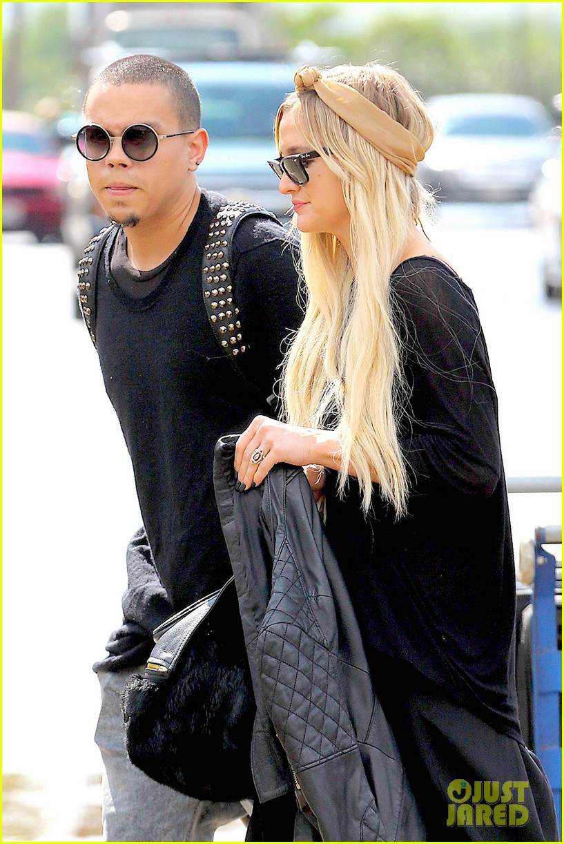 ashlee simpson evan ross fly out after engagement 083032674