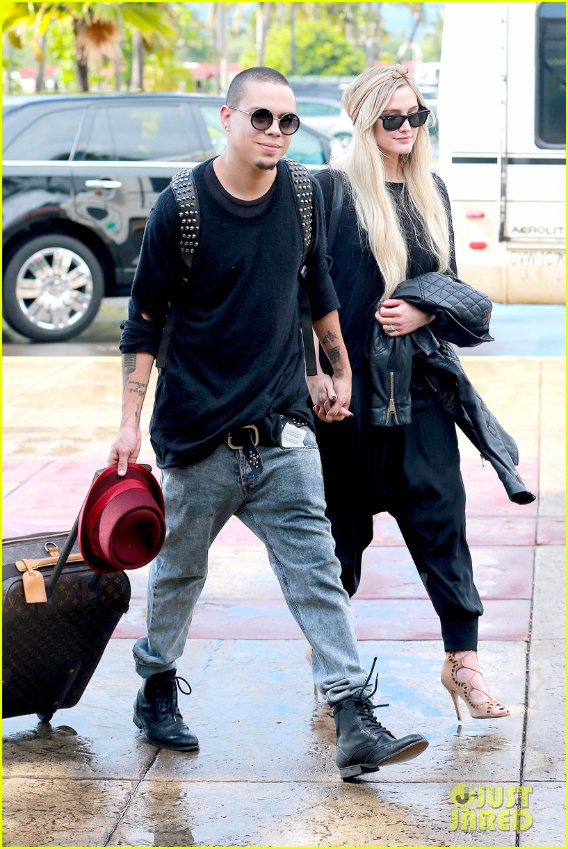 ashlee simpson evan ross fly out after engagement 103032676