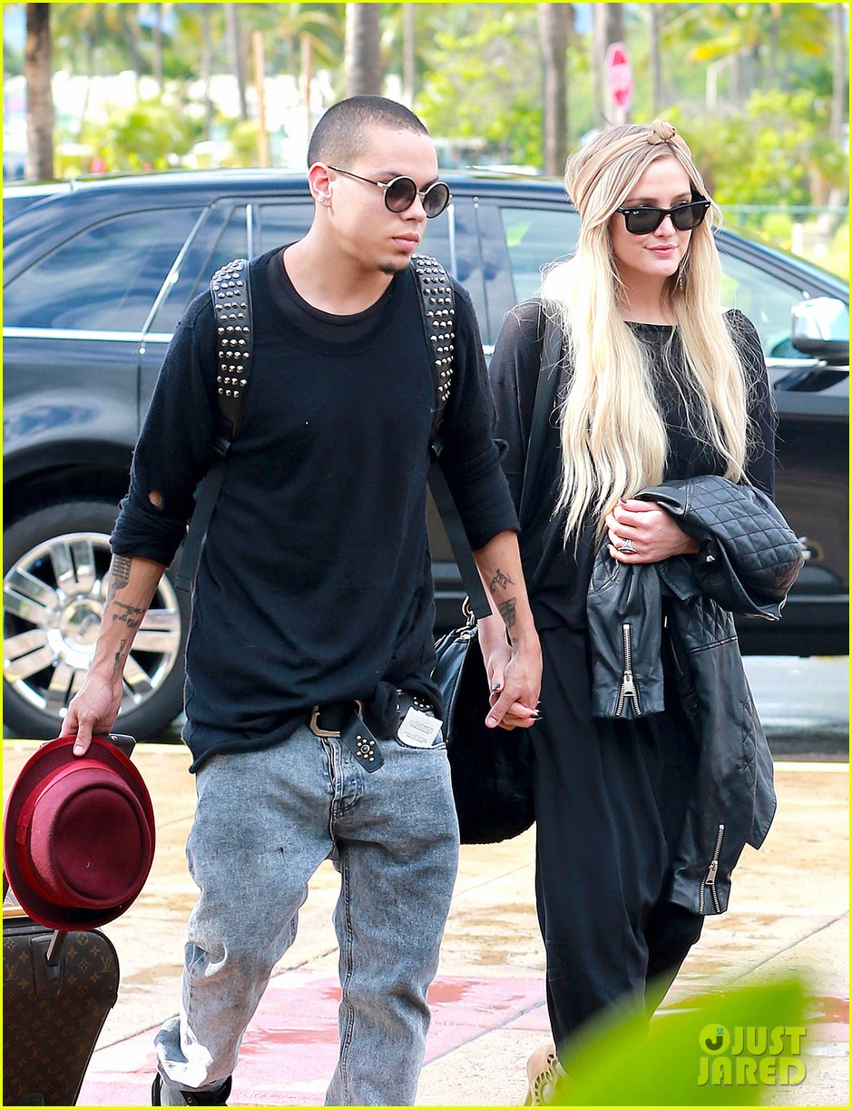 ashlee simpson evan ross fly out after engagement 123032678