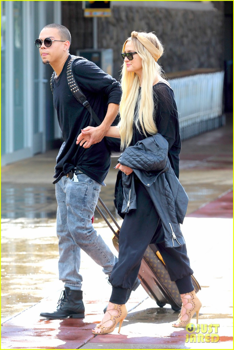 ashlee simpson evan ross fly out after engagement 13