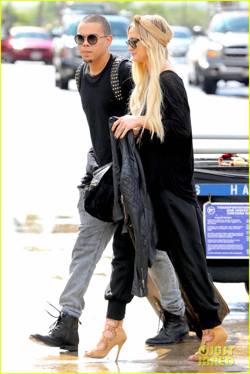 ashlee simpson evan ross fly out after engagement 173032683