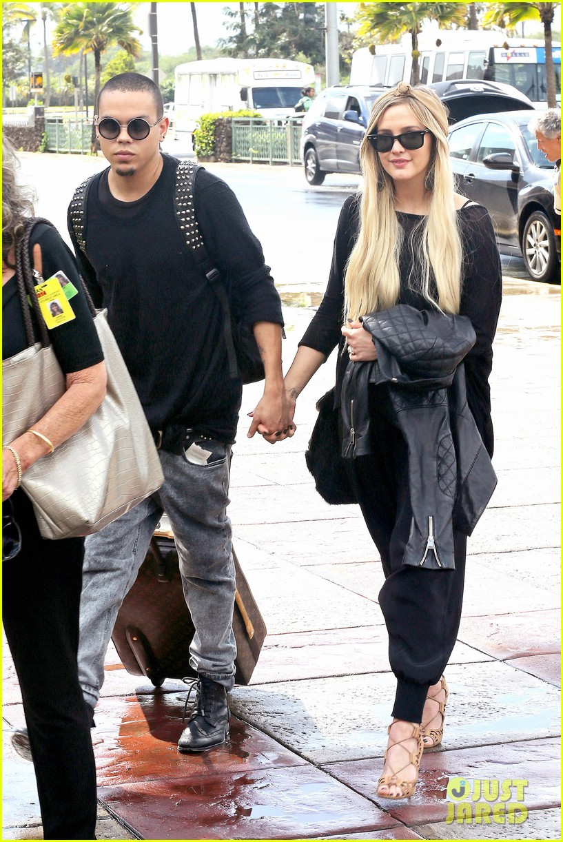 ashlee simpson evan ross fly out after engagement 193032685