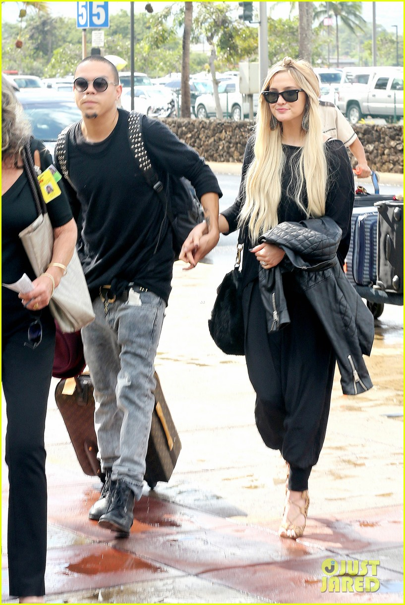 ashlee simpson evan ross fly out after engagement 213032687