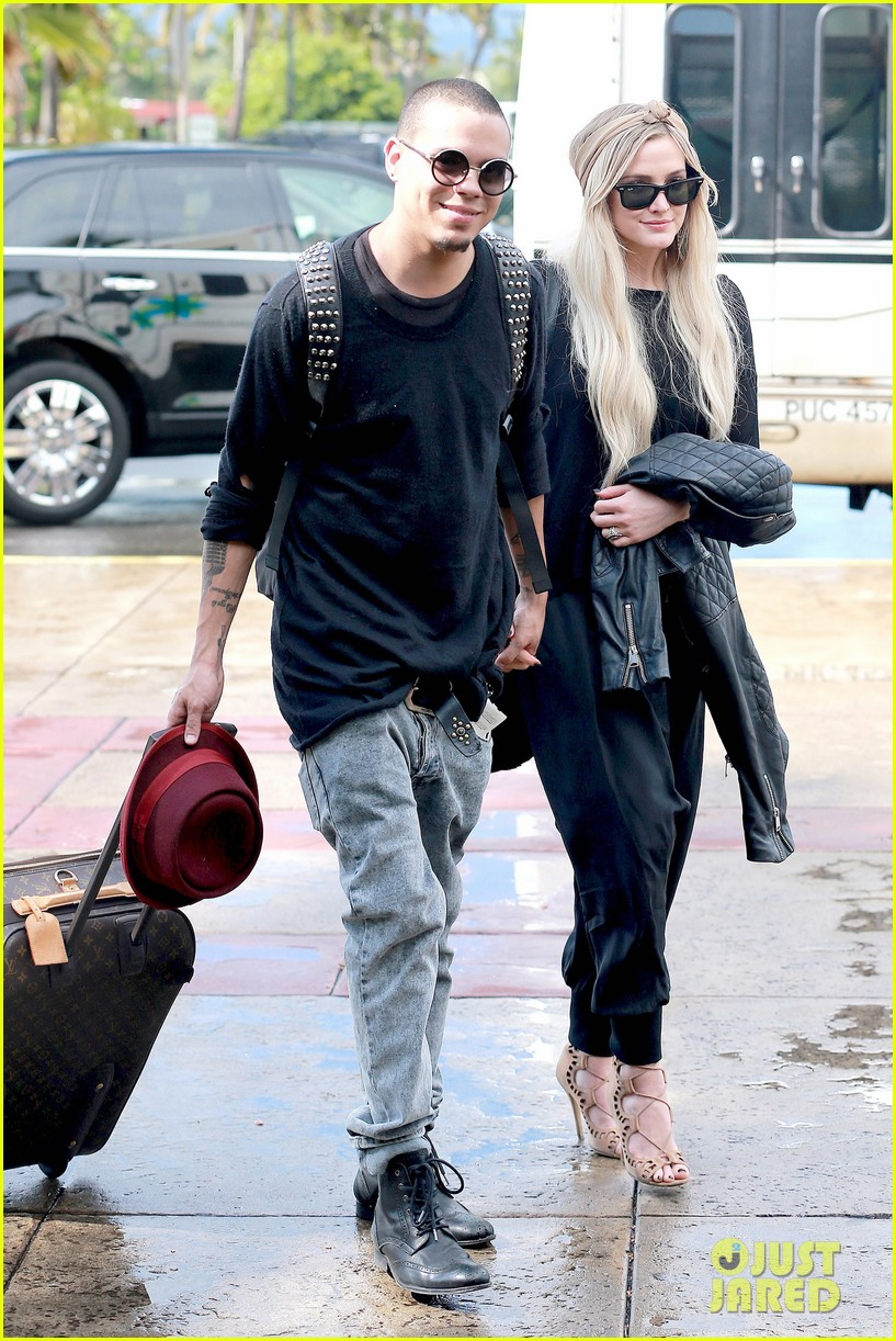 ashlee simpson evan ross fly out after engagement 223032688