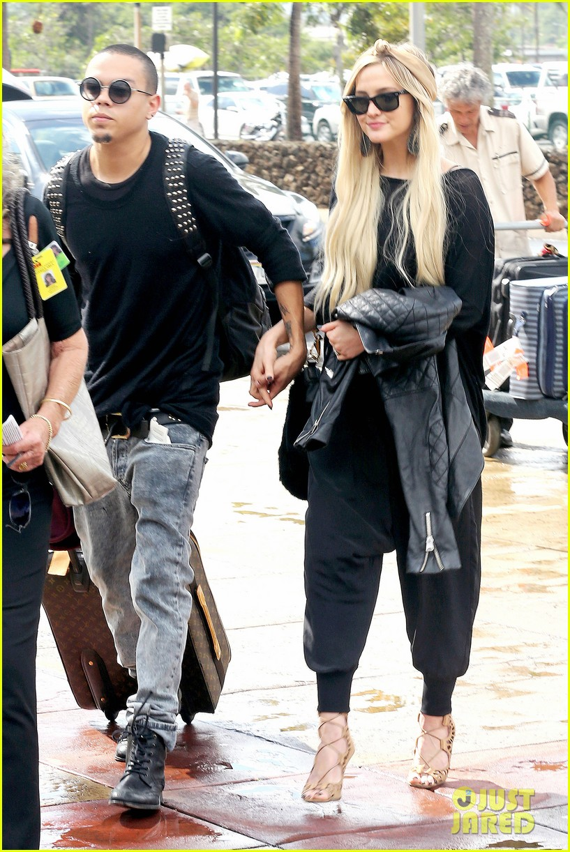 ashlee simpson evan ross fly out after engagement 233032689