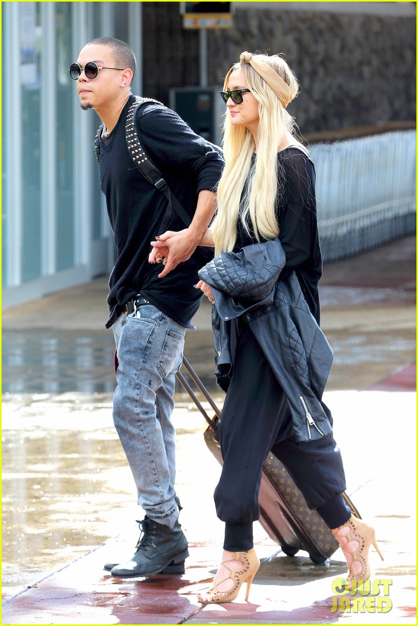 ashlee simpson evan ross fly out after engagement 243032690
