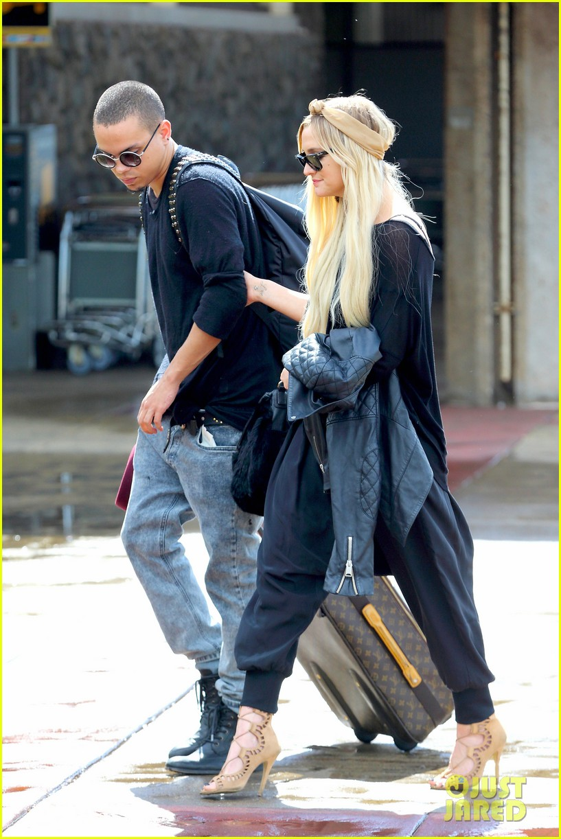 ashlee simpson evan ross fly out after engagement 263032692