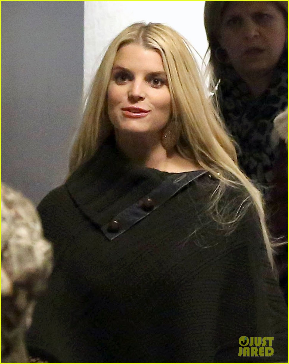 jessica simpson models slim figure in jessica simpson collection piece 043044897