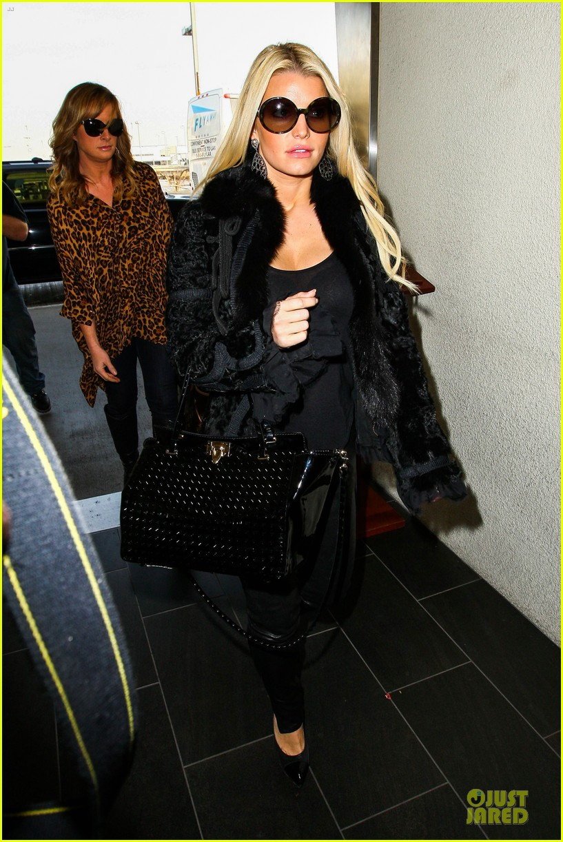 jessica simpson all i want to do is snuggle with ace 143042973
