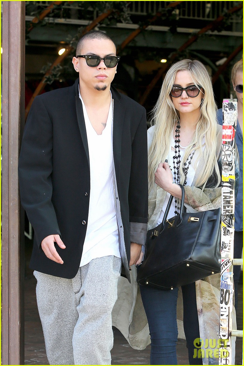 ashlee simpson evan ross spend wednesday shopping 043026195