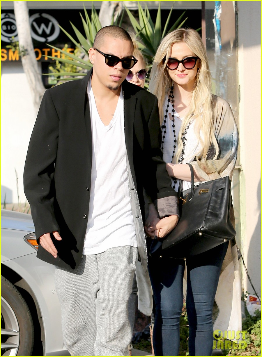 ashlee simpson evan ross spend wednesday shopping 063026197