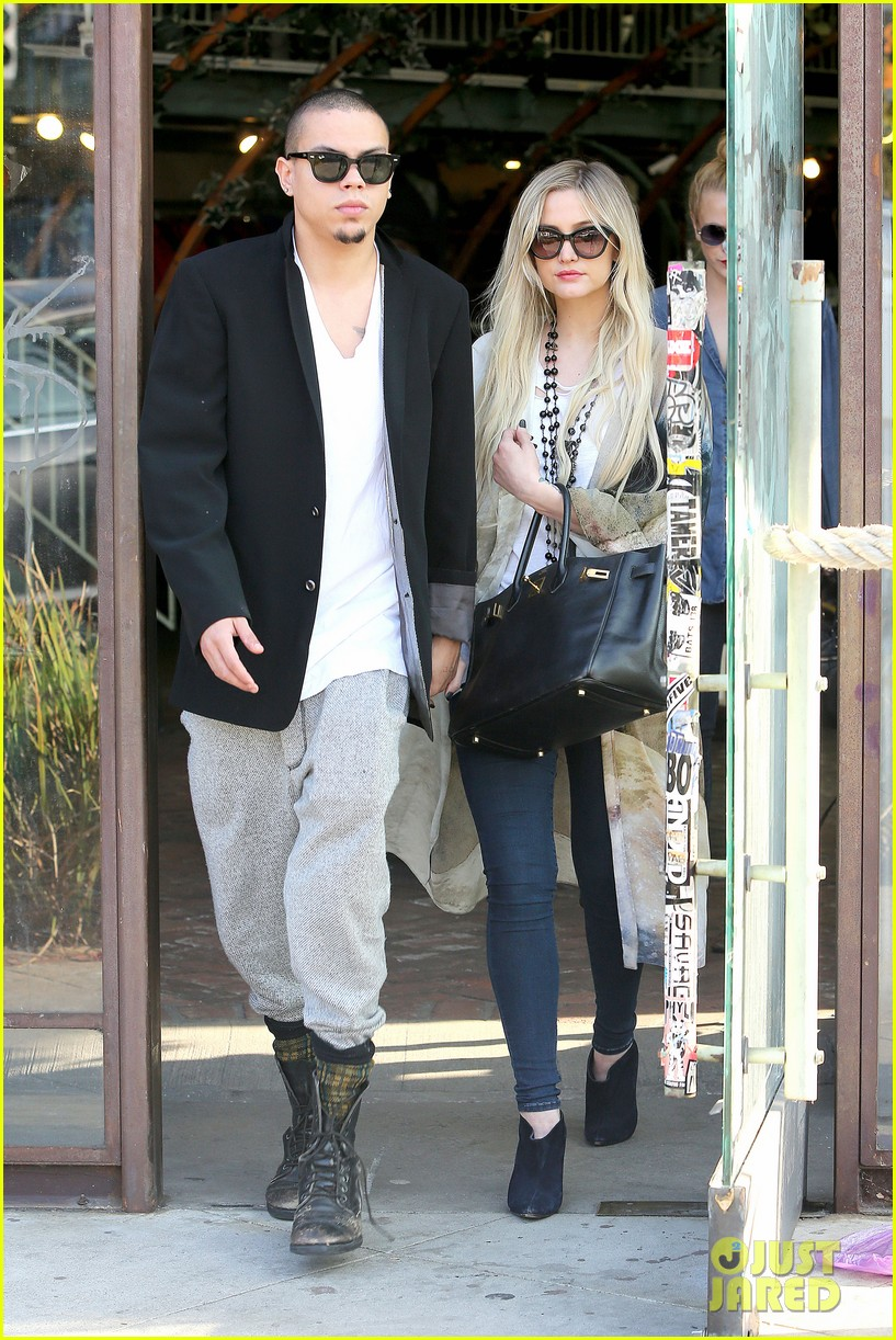 ashlee simpson evan ross spend wednesday shopping 083026199