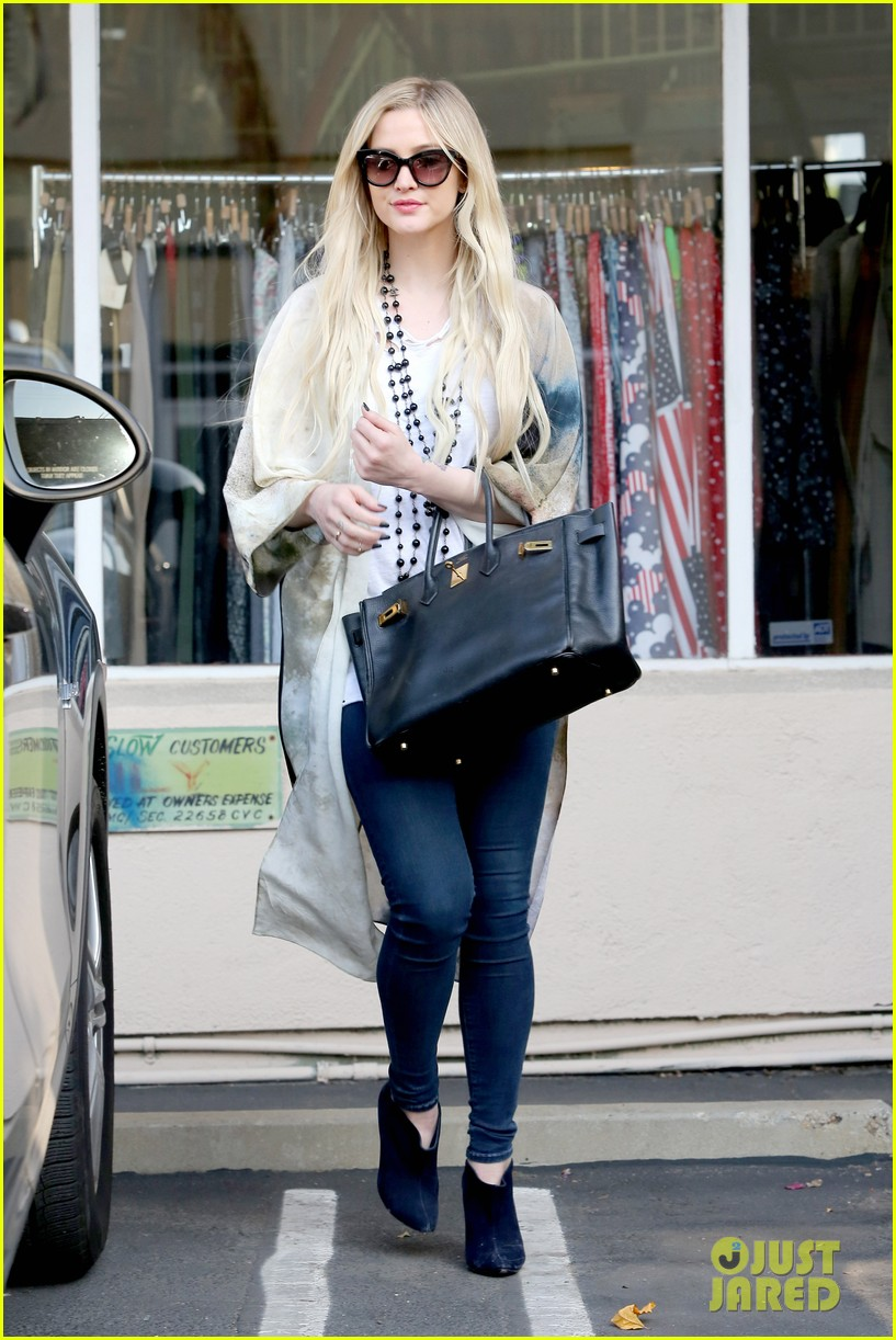 ashlee simpson evan ross spend wednesday shopping 093026200