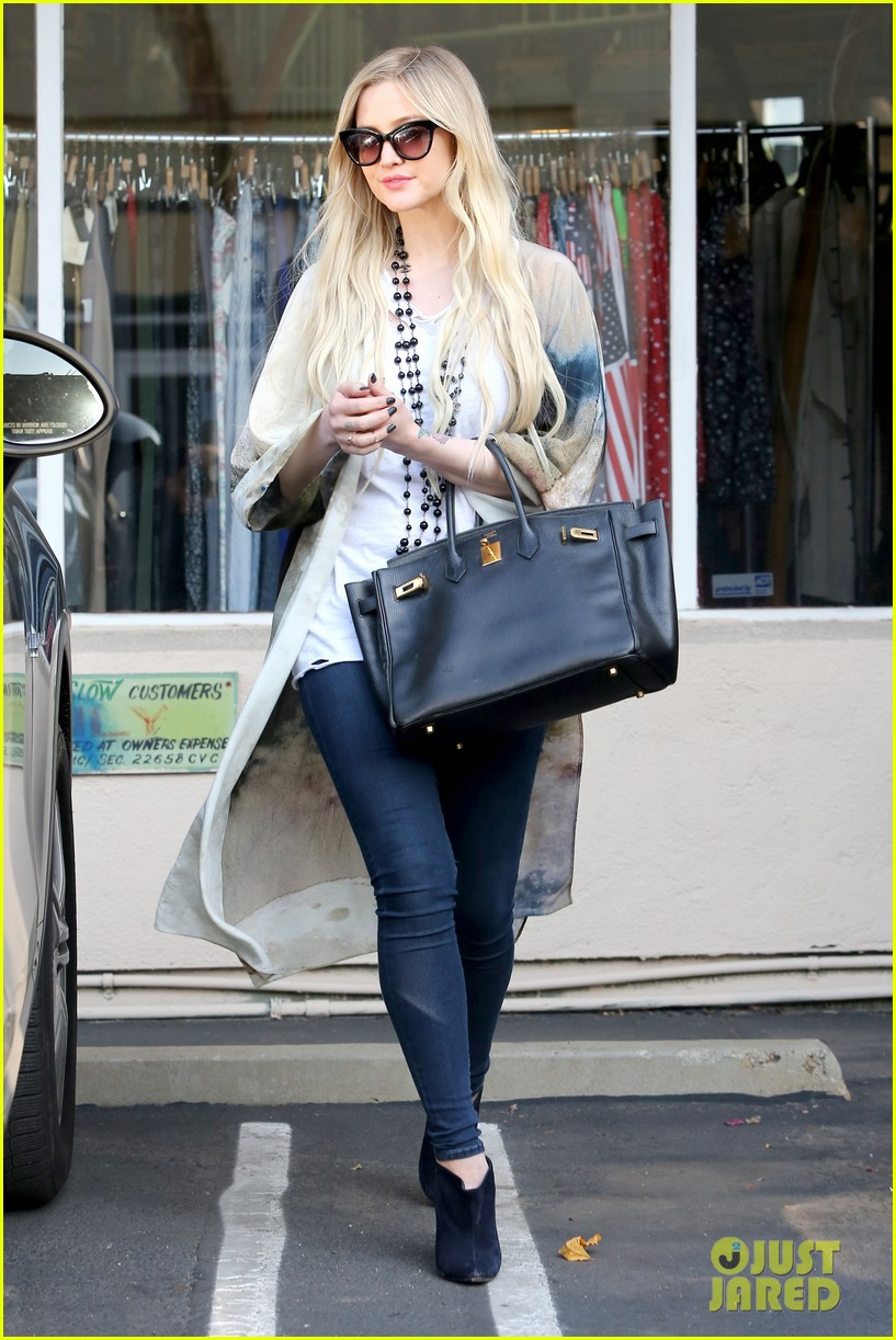 ashlee simpson evan ross spend wednesday shopping 123026203