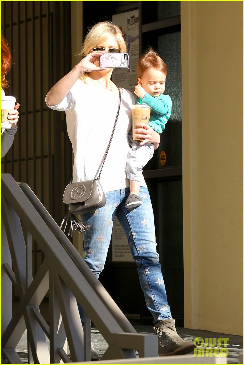 sarah michelle gellar hangs with adorable son rocky 023038449