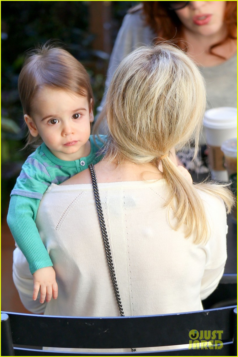 sarah michelle gellar hangs with adorable son rocky 04