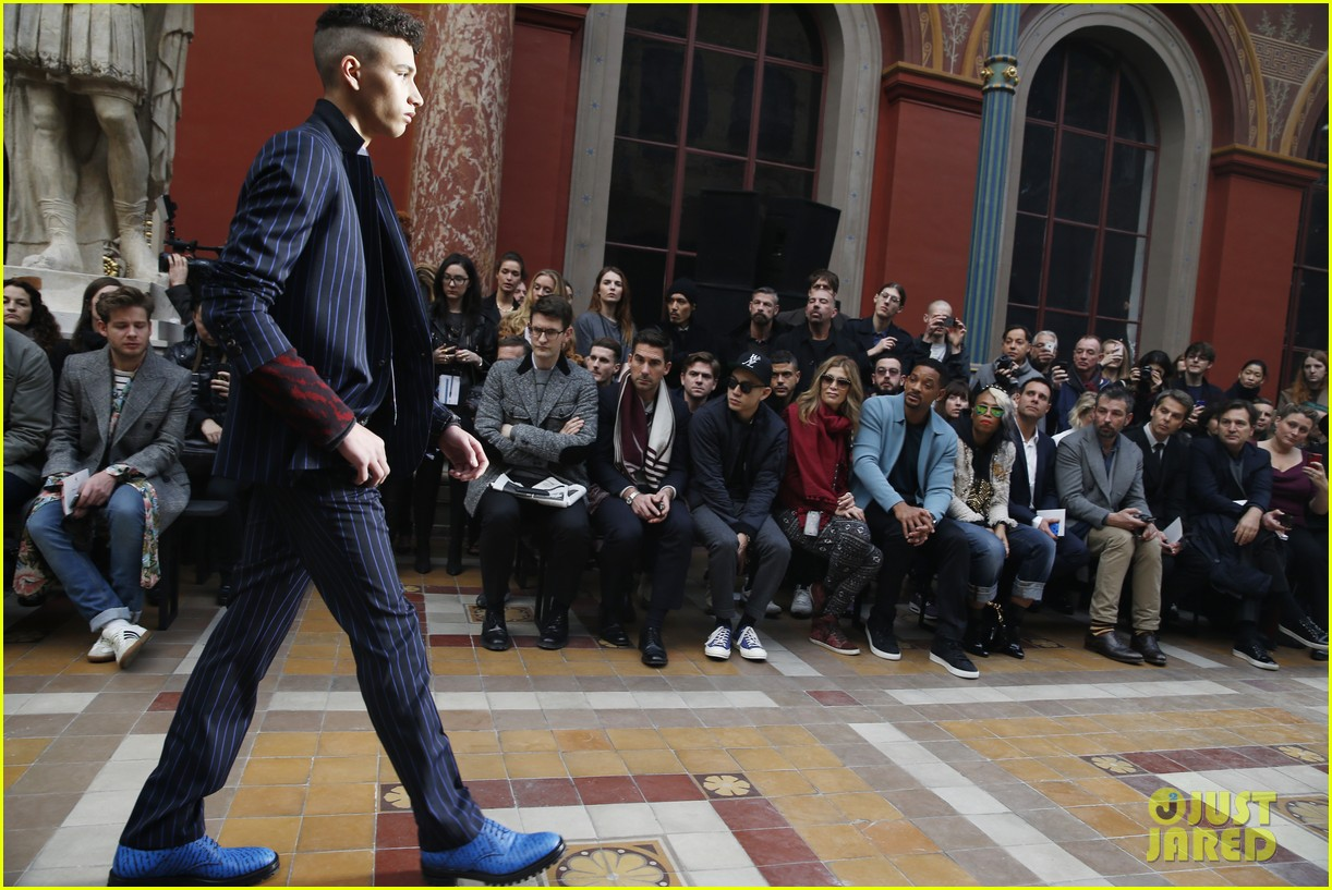 will smith lanvin fashion show with victor cruz 043036461