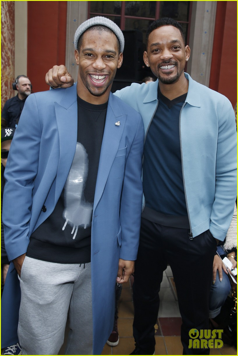 will smith lanvin fashion show with victor cruz 053036462