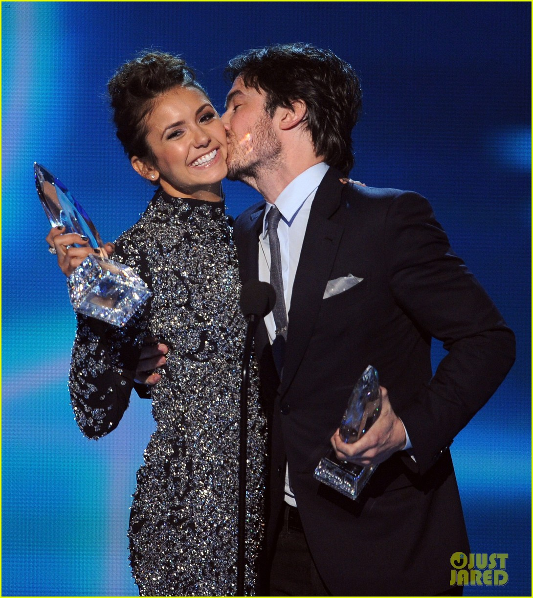 ian somerhalder nina dobrev joke about their breakup at peoples choice awards 013025742
