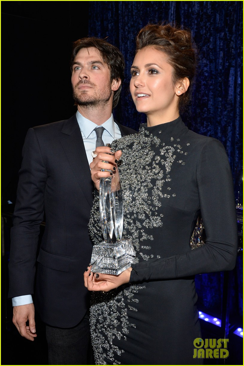 ian somerhalder nina dobrev joke about their breakup at peoples choice awards 033025744