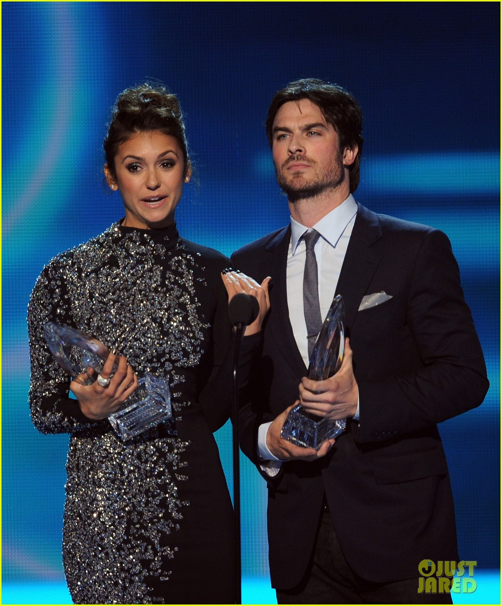 ian somerhalder nina dobrev joke about their breakup at peoples choice awards 053025746