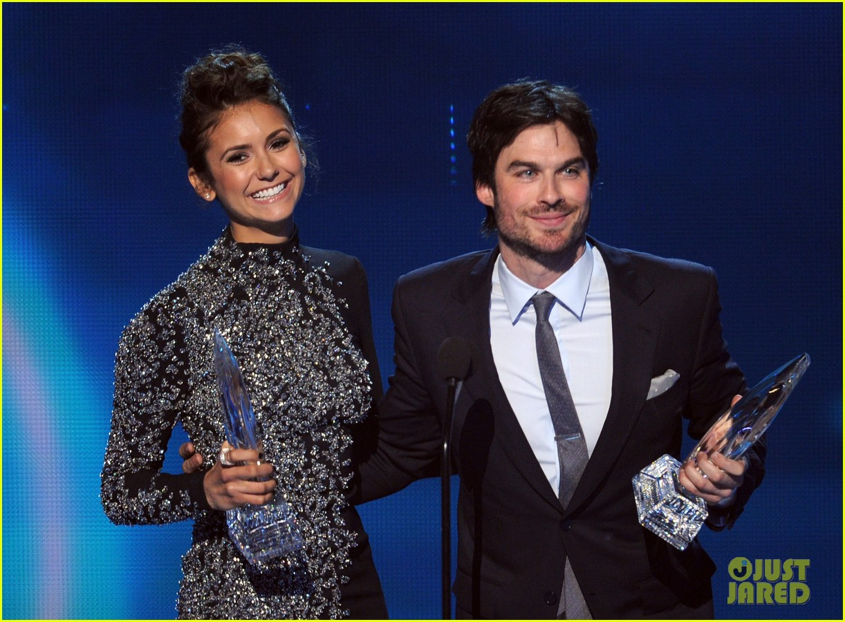ian somerhalder nina dobrev joke about their breakup at peoples choice awards 06