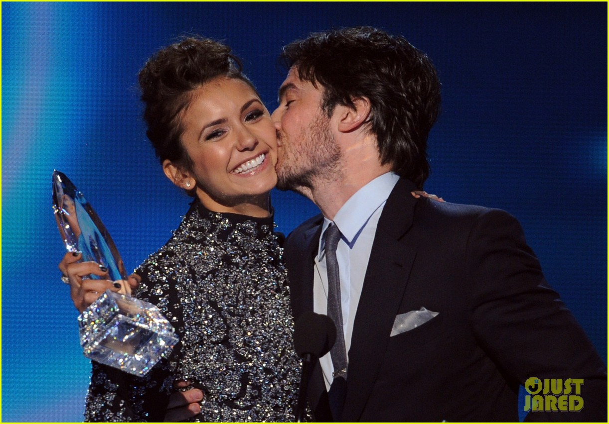 ian somerhalder nina dobrev joke about their breakup at peoples choice awards 08