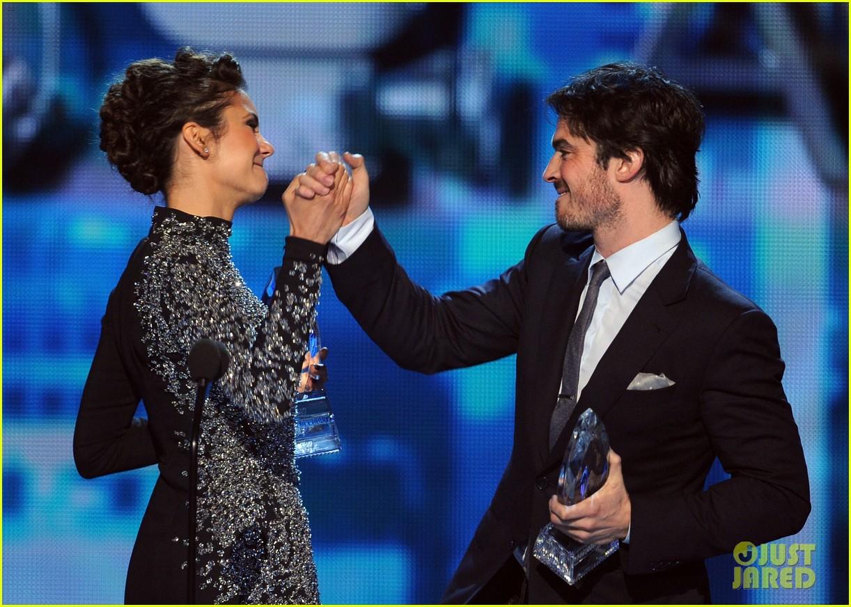 ian somerhalder nina dobrev joke about their breakup at peoples choice awards 113025752