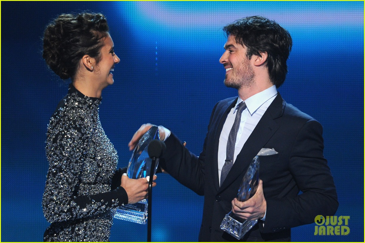 ian somerhalder nina dobrev joke about their breakup at peoples choice awards 123025753