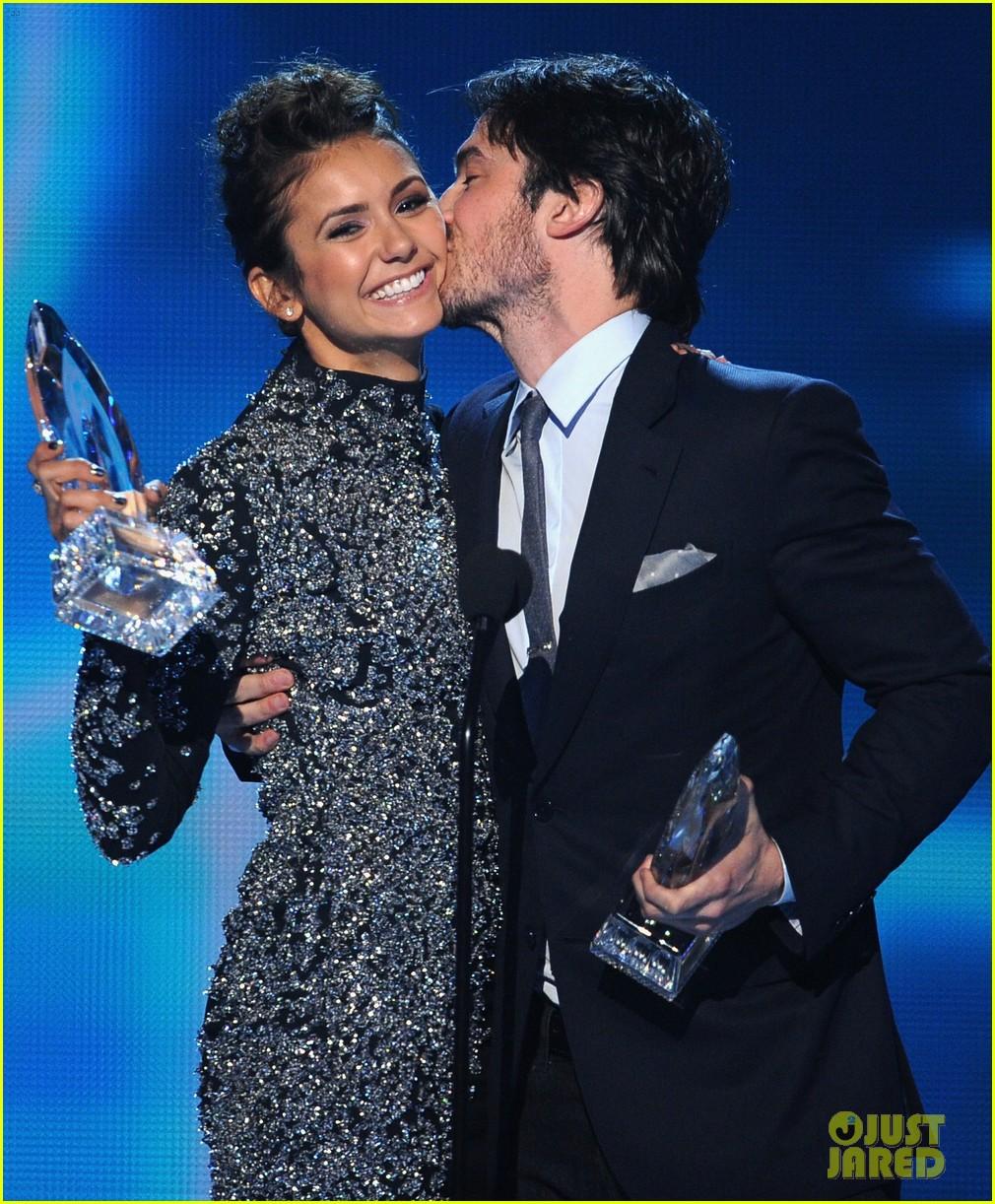 ian somerhalder nina dobrev joke about their breakup at peoples choice awards 143025755