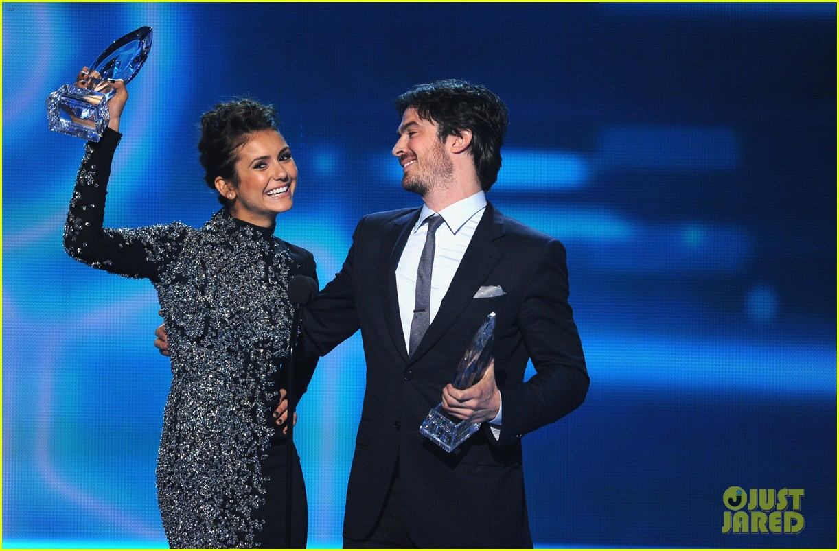 ian somerhalder nina dobrev joke about their breakup at peoples choice awards 163025757