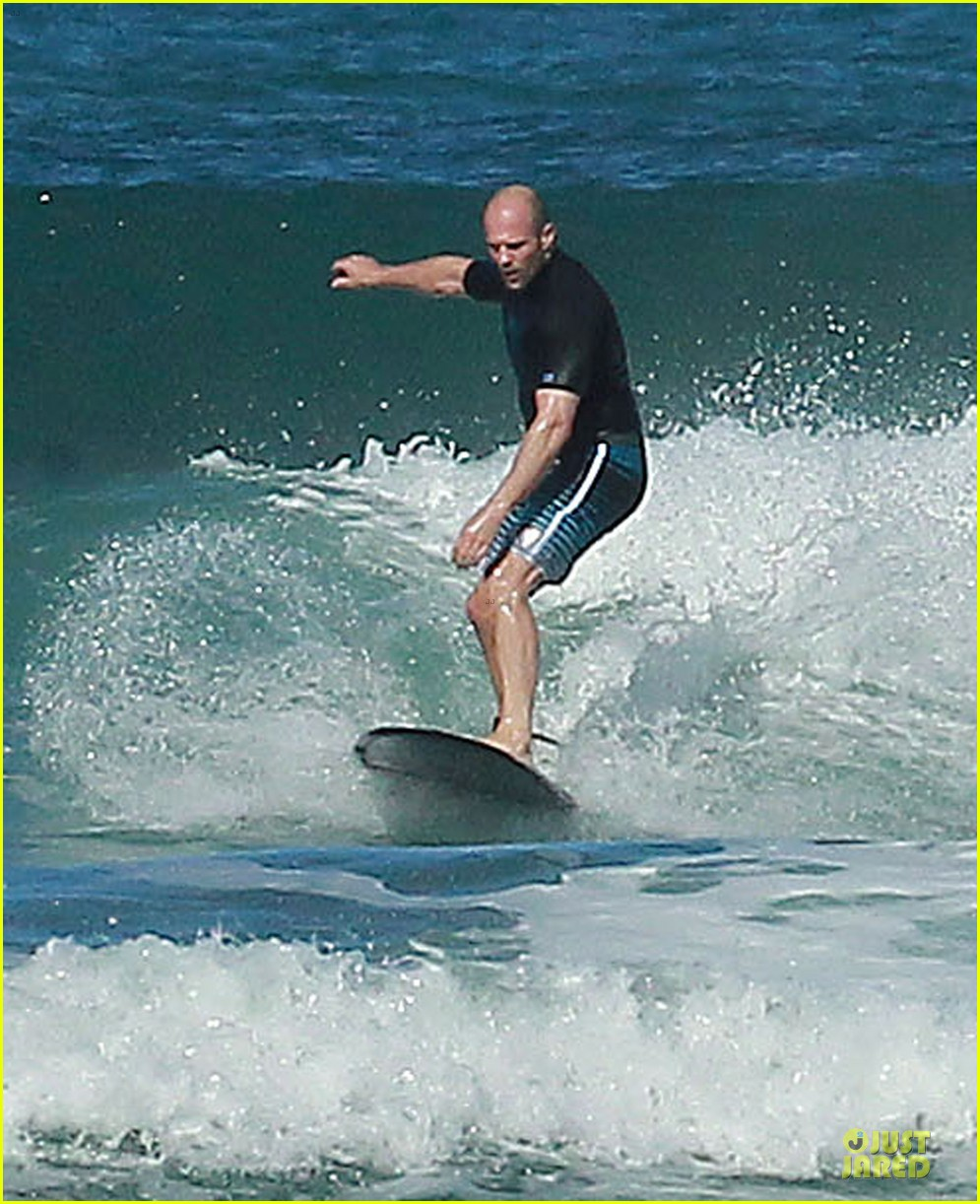 jason statham surfing vacation in hawaii 013024680