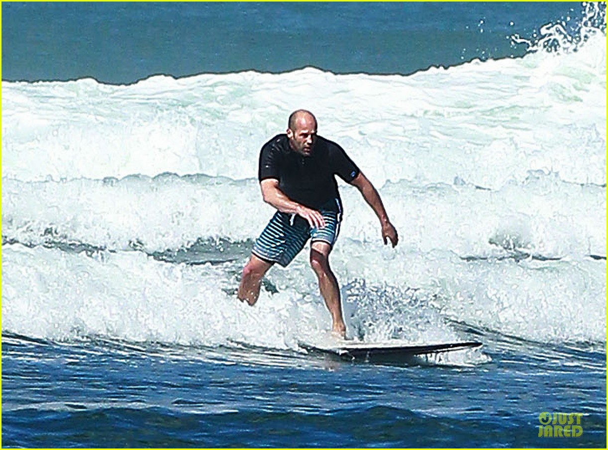 jason statham surfing vacation in hawaii 03