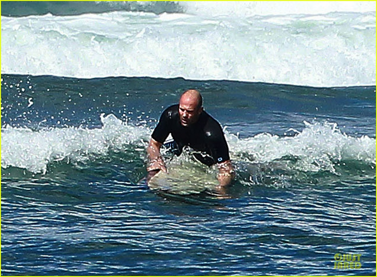jason statham surfing vacation in hawaii 04
