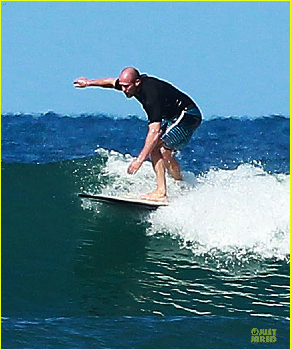 jason statham surfing vacation in hawaii 153024694
