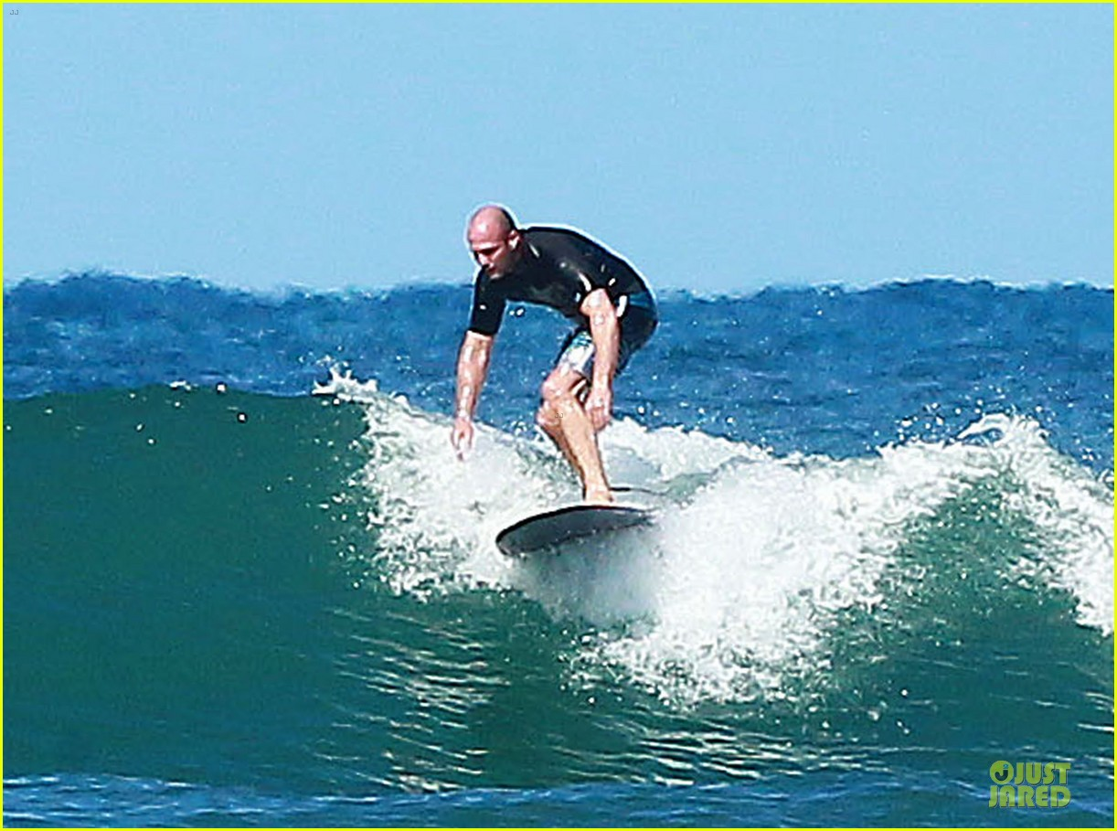 jason statham surfing vacation in hawaii 183024697