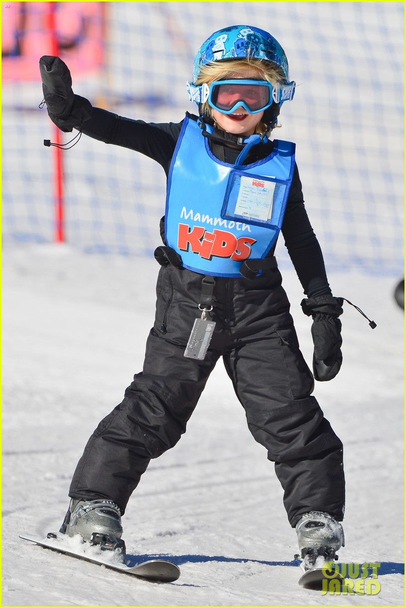 gwen stefani cheers on her boys while they go skiing 033021892