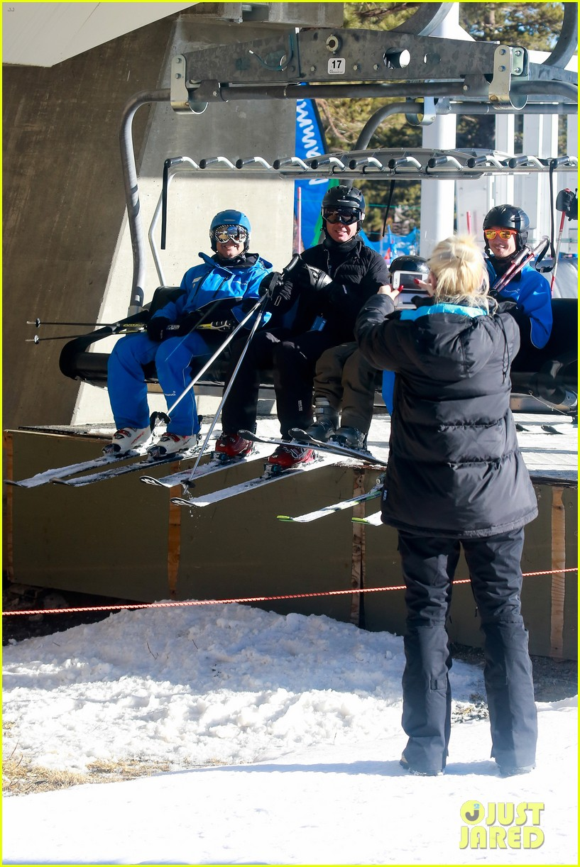 gwen stefani cheers on her boys while they go skiing 05