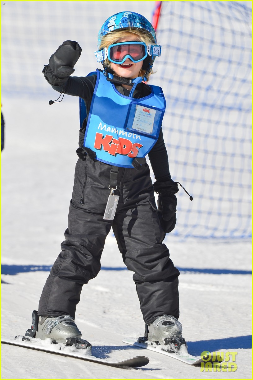 gwen stefani cheers on her boys while they go skiing 143021903